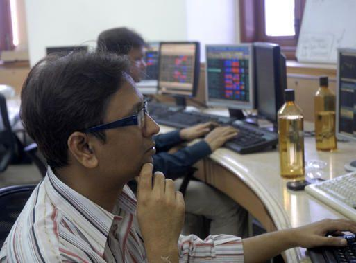 Sensex declines 140 points on selling pressure